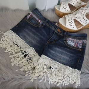 l.e.i. Ashley Lowrise Fringed Denim Shorts Size 3
